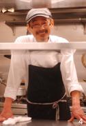 優しい雰囲気の大里シェフ。野菜の本来の味、野菜の色彩を大切にというモットーも納得のお言葉。ちなみに、「うちはシェフの人柄が表現されたお料理」とはオーナーの豊田さん談。