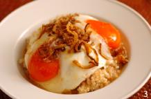 特製グレービーソースにこだわり国産牛の粗びきミンチのパティと蘭王の卵を2つも使用したロコモコ